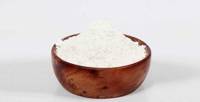 Bol con arcilla blanca caolín arcill en polvo beneficios, propiedades, usos